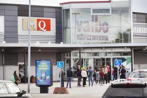 Valbo Köpcentrum har fortfarande kunder.
