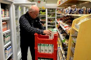 – Vi är verkligen jätteglada över att affären lever vidare. Den har oerhört stor betydelse för byn, säger Jan Froslund, VD för Järnboåsbygden AB.