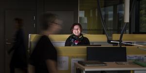 Zara Kvist Lindgren anställdes i Södertälje kommun för att sänka sjuktalen. Hon skulle få medarbetarna att må bättre.
