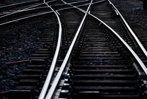 Obehöriga på spåren orsakar, förutom allvarliga olyckor som drabbar den enskilde, omfattande trafikstörningar i järnvägsnätet.