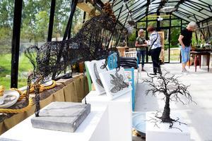 Växthuset på Nebulosa gård med Susanne Arnfridsson trådkonst .