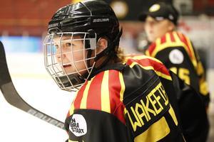 Jennifer Wakefield spelade i Brynäs förra säsongen. Nu avgjorde med matchen enda mål för Djurgården – mot Brynäs.