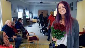 Inne i värmen. Sofie Eriksson (S) förstamajtalade inomhus i Leksand.
