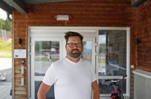 Andreas Skoglund är tävlingsledare för Svenska öppna Cornholemästerskapen.