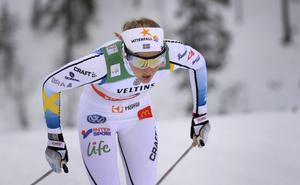Stina Nilsson vidare i sprinten i Ruka där Charlotte Kalla åkte ur.