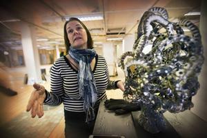 – Inspirationskällan är Antoni Gaudi, säger Sanna Seppänen om sitt verk i stengodslera, glasyr och oxider.