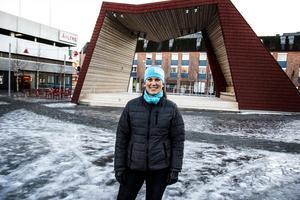 Malou Sköld håller inte alls med om att Bollnäs skulle vara en ful stad. Foto: Johan Bodell/Arkivbild