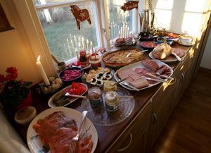 Ett läckert julbord som sätter fart på smaklökarna. Bild: Fredrik Sandberg/TT arkiv