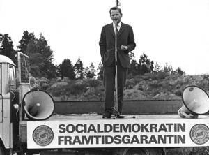 1968. Olof Palme håller tal på ett lastbilsflak.Foto: Scanpix /TT