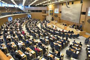 Riksdagsledamöterna på plats i riksdagens plenisal för omröstningen av ett förslag om misstroendeförklaring.Foto: Claudio Bresciani / TT.