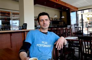 Amir Pourmostaghimi är besviken på kommunen för att de startar ett nytt grävjobb.