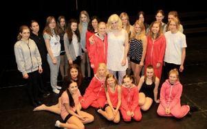Årets ensemble i Musical-skolan som sätter upp Sommarens Hemlighet nästa helg.