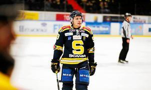 Adam Hansen väljer att lägga ner elitsatsningen. Han har tackat nej till erbjudanden i hockeyallsvenskan och spelar nästa säsong i nyblivna hockeyettan-laget Segeltorps IF i stället. Foto: LT