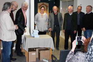 I lördags släpptes årets upplaga av Hälsingerunor på Edsbyns museum, med många närvarande författare. Foto: Torbjörn Lang