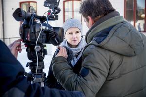 Kulturminister Amanda Lind intervjuas hur hon ser på Bonnier News köp av Mittmedia.