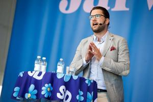 Det finns stora fördelar för Sverige att vara med i EU. Och det är dessa fördelar som gör att en majoritet i Sverige i dag tycker att EU-medlemskapet är bra. Men det gäller inte för sverigedemokrater som Jimmie Åkesson, som lever i en missnöjesbubbla och skyller alla problem på syndabockar. Foto: Fredrik Persson, TT.