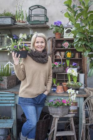 """Minna Mercke Schmidt, författare till boken """"Styla och dekorera med kransar, buketter och arrangemang""""."""