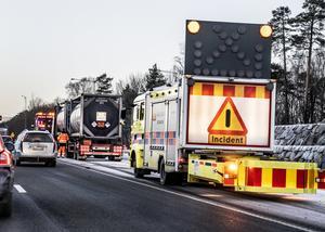 Trafikverkets buffertbilar, eller TMA-bilar som de egentligen heter, har påkörningsskydd och används framförallt vid vägarbeten.  Foto: Lars Pehrson