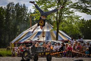 Ronny rock and the burning flakmoppe deltar i Talang. Foto: Nordcirkus.