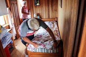 På övervåningen finns sex små rum. Här bodde de sex barnen till Sandviks förste VD i varsitt rum.
