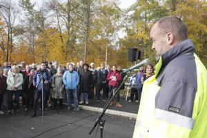 Lars-Erik Håkansson berättade att man även tänkt på den sällsynta fjärilsarten silvergråvecklaren och försökt ställa i ordning för fjärilen trivsamma boplatser vid sidan av bron.