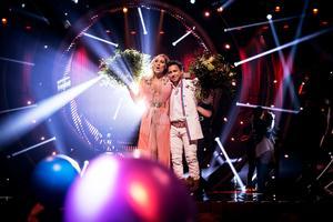 Lina Hedlund och Jon Henrik Fjällgren gick direkt till final i Melodifestivalens tredje deltävling i Leksand.