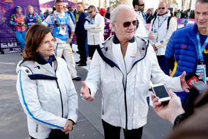 Drottning Silvia och Kung Carl Gustaf njöt också av herrarnas stafettguld i Sotji 2014. Bild: Carl Sandin/Bildbyrån.