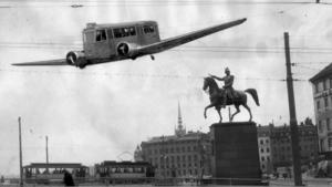 Aprilskämt 1950. Spårvagnsflyget som skulle gå i centrala inerstaden. OBS! bilden är ett montage. Foto: Pressens Bild.