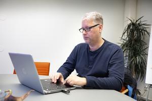 Thomas Sverker har tillbringat många timmar med att tyda dokument från 1500- och 1600-talet i riksarkvets numera digitaliserade arkiv.