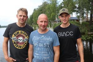 Fränsta snöskoterklubbs styrelse. Fr. v: Fredrik Bohlin vice ordförande, Johnas Lindgren Nelhagen ordförande och Joakim Wikholm eventansvarig.