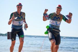 Johan Näsmark & Ricky Klingvall ger tummen upp. Foto: Gunnar Eld