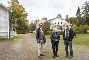 Lögdö herrgård är till salu. Eldsjälarna Tore och Margareta Grön och Leif Nyqvist visar runt.