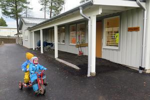 På nyrenoverade Karlavagnens förskola i Svenstavik går 23 barn i åldern 1–5 år.
