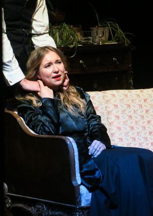 Helena Wallin som Betty i