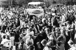 Cirka 5 000 personer fanns på plats på Jamtli i juni 1991. Där fick de höra Juan-Antonio Samaranch ropa ut Nagano som värd för spelen 1998. Foto: Björn Olsson