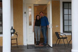 Ana Medrano Cenra och David Braesch-Andersen driver Herrgårdshotellet i Laxå.