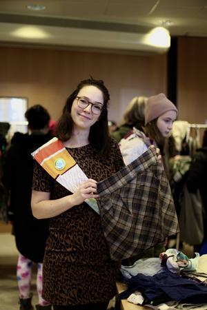 Kajsa Dufbäck är en av arrangörerna till klädbytardagen. Hon ser lördagens klädbytardag som en motreaktion till Black Friday som ägde rum samma helg.