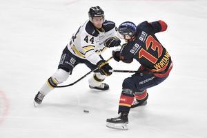 HV71:s Mikko Lehtonen och Djurgårdens Petteri Wirtanen under onsdagens match i SHL mellan Djurgårdens IF och HV71.