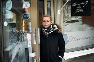 Anne-Charlotte Åström driver hudvårdsföretaget Harmony by Lotta som erbjuder behandlingar och säljer hudvårdsprodukter.