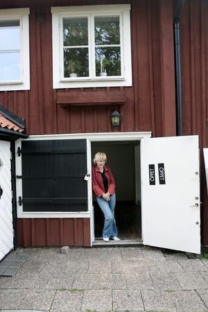 Efter ett par år kunde Ulla Löfdahl Reimerson ta över hela huset på Skolgatan 6 och flytta Kaz Galleri till nedervåningen. Foto: Peter Krüger