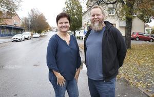Maria Dahlqvist och Emil Lundkvist är projektanställda av Hällefors kommun för att undersöka möjligheterna att utveckla turismverksamheten.