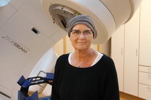 Under fem veckor går Madelene Zell på strålbehandling vid Gävle sjukhus. Hon bor i Stockholm men där fanns det inte resurser att ta hand om henne.