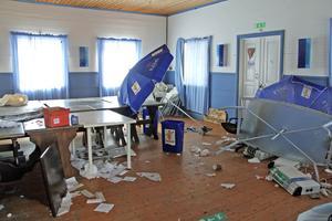 Inbrotten och skadegörelsen, här vid händelsen i maj, har ställt till stor oreda inne i serveringen.