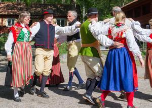 Dybecks folkdansgille underhöll publiken mot slutet av firandet.