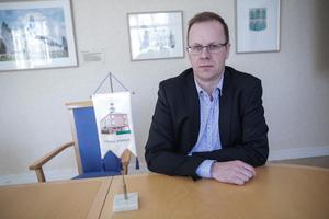 Håge Persson (M) blir gärna kommunalråd – men inte genom samverkan eller någon form av stöd från SD. Han medger att en koalition mellan S och M skulle utgöra en stark majoritet i fullmäktige.
