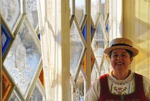 I den vackert inglasade balkongen brukar Carina ofta ha delar av sina konstutställningar.