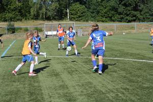 Under NP:s besök på Kvarnängens IP pågick det träning där flickor födda 08, 09 och 10 spelade tillsammans.