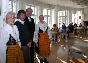 Gunnar Mattsson, andra fr v, vid återinvigningen 2013 av Leksands kyrka, till vilken han ritat en tillbyggnad. Foto: Göran Persson/Arkiv