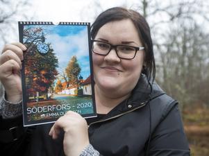 Kalendern har Emma Olofsson beställt på nätet och det är dags att beställa fler eftersom de 100 första är slut.