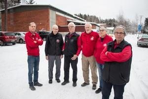 Bouleklubben är missnöjda med hur deras medlemmar fick parkeringsböter på över 10 000 kronor när de hade tävling förra månaden. De har under de tolv åren de hyrt lokalen kunnat parkera på grusplanen utan problem.